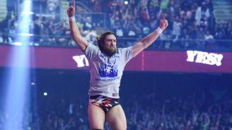 Daniel Bryan hace su entrada en WWE