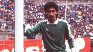 Pablo Larios, en un juego con Cruz Azul en 1987