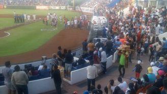 La malla de protección del Estadio Beto Ávila interrumpió el juego