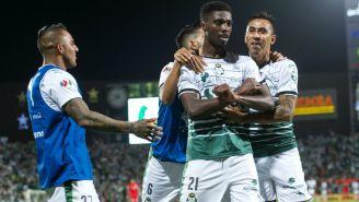 Santos festeja gol de Djaniny Tavarez contra Toluca