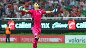 Miguel Jiménez festeja gol con Chivas