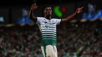 Tavares celebra una anotación con Santos en la Final del C2018
