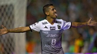 Elías celebra un gol con León