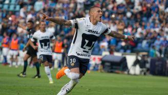 Nicolás Castillo celebra un gol con Pumas