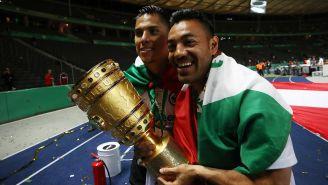 Salcedo y Fabián celebran con la Copa Alemana