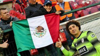 Ochoa convive con aficionados mexicanos