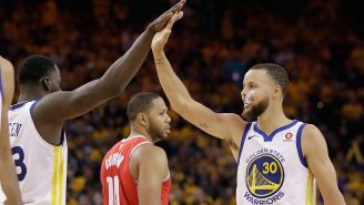 Curry celebra una canasta frente a Houston