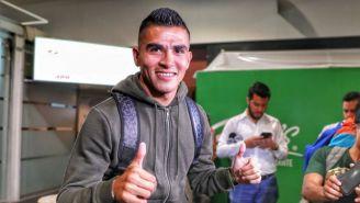 Luis Reyes saluda a su llegada a la CDMX