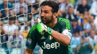 Buffon durante su despedida de la Juventus