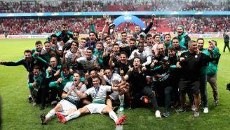 Jugadores de Santos celebran su título del C2018