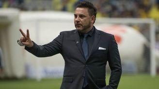 Mohamed saluda en el Estadio Azteca