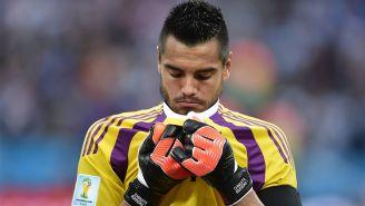 Sergio Romero se lamenta en un juego con Argentina