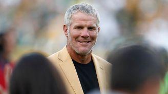 Brett Favre, durante el descanso de un juego de la NFL