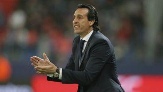 Unai Emery aplaude durante un juego del PSG