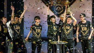 Royal Never Give Up levanta el trofeo de campeón