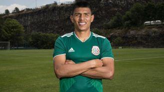 Jesús Gallardo posa con la camiseta del Tri