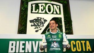 Cota en su presentación con León