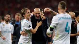 Zidane es felicitado por Modric