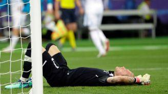 Karius se lamenta tras uno de los goles del Real Madrid
