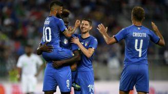 Italia festeja gol de Balotelli frente a Arabia Saudita