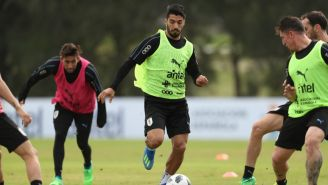 Luis Suárez participa en un entrenamiento de Uruguay en Montevideo