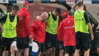 Granit sale del entrenamiento con ayuda de médicos de la selección de Suiza
