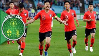 Jugadores de Corea del Sur celebran una anotación