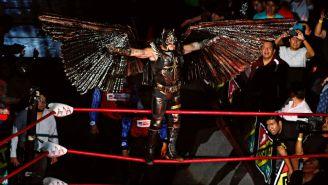 Mysterio durante presentación con Triple A