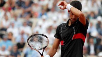 Novak Djokovic se lamenta en el duelo contra Cecchinato
