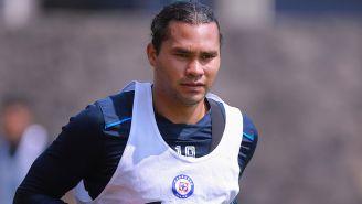 Gullit Peña, en un entrenamiento con Cruz Azul