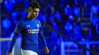 Felipe Mora en un partido del Cruz Azul