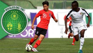 Jugador de Corea controla el balón en el partido