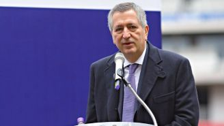 Jorge Vergara habla en una conferencia de prensa