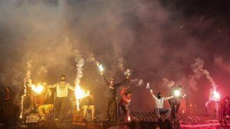 Hooligans causan desastres en las afueras de los estadios de futbol