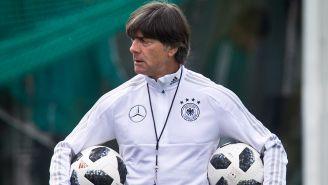 Löw, durante un entrenamiento con Alemania