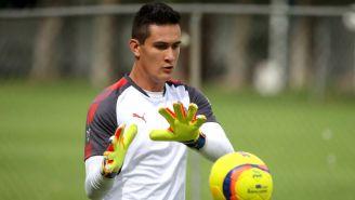 Raúl Gudiño, durante un entrenamiento con Chivas