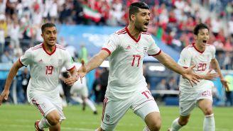 Jugadores de Irán festeja el gol del triunfo vs Marruecos
