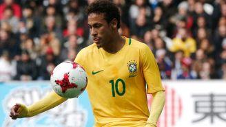 Neymar, en un duelo con Brasil