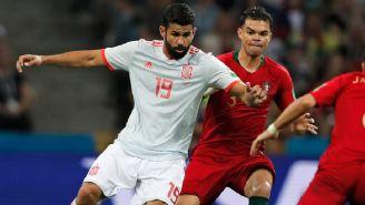 Diego Costa pelea un balón frente a Pepe