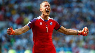 Hannes Halldorsson celebra el gol de su selección frente a Argentina