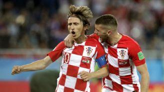 Luka Modric celebra con  Ante Rebic su gol contra Nigeria