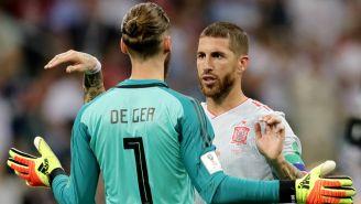 Ramos habla con De Gea durante el duelo contra Portugal