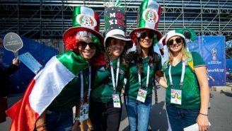 Mexicanos a las afueras del estadio de Luzhniki