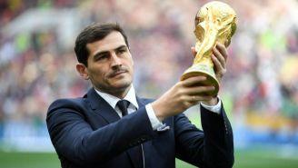 Casillas levanta la Copa del Mundo