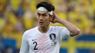 Lee Yong se lamenta en el juego de Corea frente a Suecia