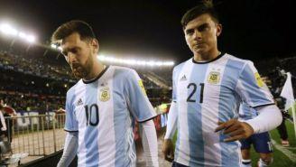 Lionel Messi y Paulo Dybala durante un partido con Argentina