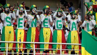 Aficionados de Senagal alientan a su equipo en la Copa del Mundo