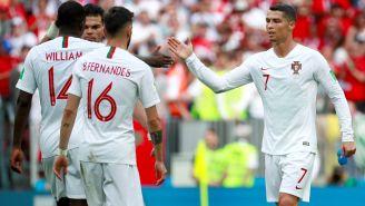 Cristiano celebra con sus compañeros tras la victoria vs Marruecos