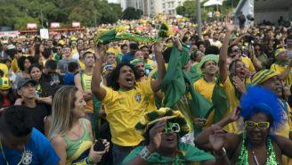 Aficionados de Brasil festejan anotación en el Mundial de Rusia 2018