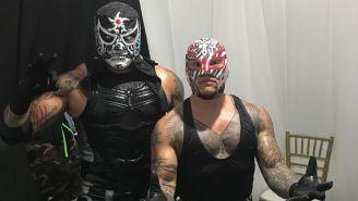 Pentagón Jr. (izq) y Rey Mysterio (der) antes de una lucha